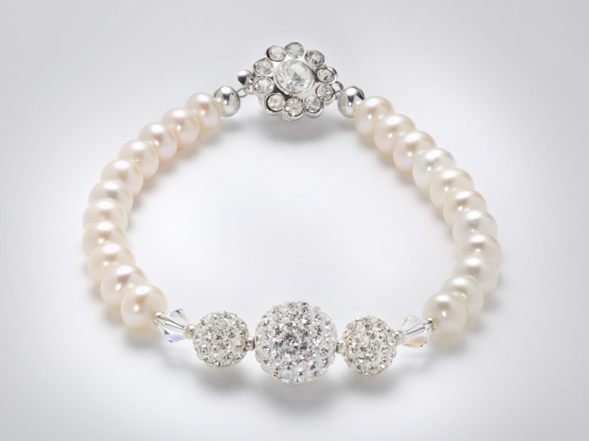 Freshwater pearls and swarovski crystal bracelet . Crystal clasp